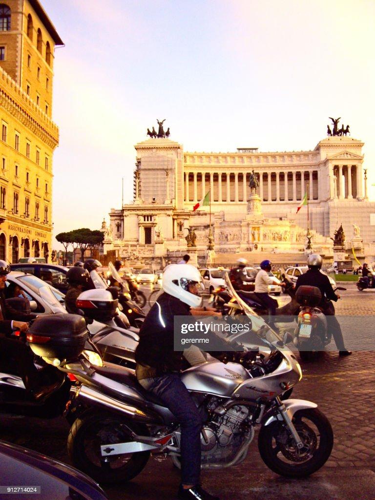 Abend-Ansturm in Rom : Stock-Foto