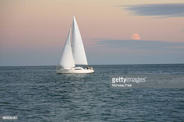 evening sailing - isle of wight stock pictures, royalty-free photos & images