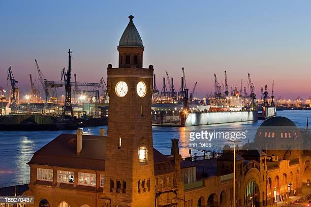 Abendstimmung in der Hamburger Hafen