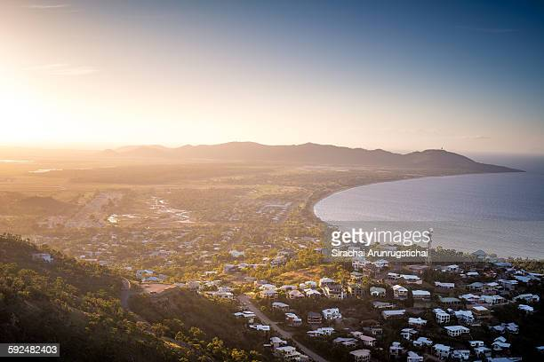 evening scenery over townsvillle from mount stuart - townsville queensland stock pictures, royalty-free photos & images