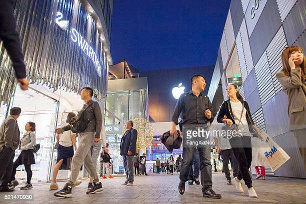 evening shoppers at sanlitun's taikooli outdoor mall - middle class stock pictures, royalty-free photos & images