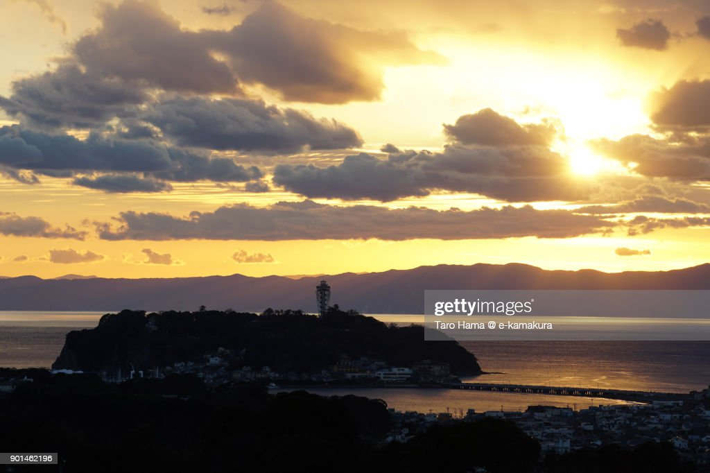 Evening sun on Izu Peninsula, Sagami Bay and Enoshima Island in Fujisawa city in Kanagawa prefecture in Japan : ストックフォト
