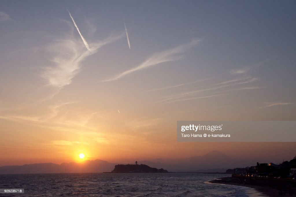 Evening sun on Mt. Fuji, Izu Peninsula, Sagami Bay and Enoshima Island in Kanagawa prefecture in Japan : Stock-Foto
