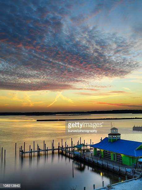 evening sunset on the marina - chesapeake bay stock pictures, royalty-free photos & images