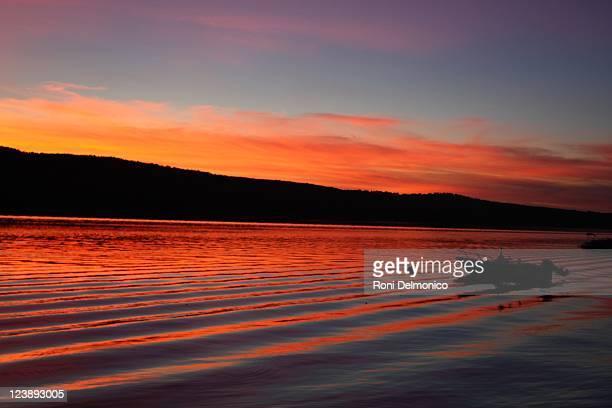 evening sunset - スカネアトレス湖 ストックフォトと画像