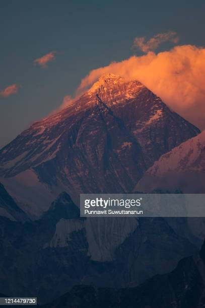 evening sunset red colored view of everest  view  from gokyo ri, khumbu valley, solukhumbu national park, himalayas mountains range in nepal - gokyo ri ストックフォトと画像