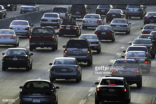 Evening traffic fills the 101 freeway near Hollywood, on June 14, 2004 in Los Angeles, California. New California auto emissions regulations proposed...