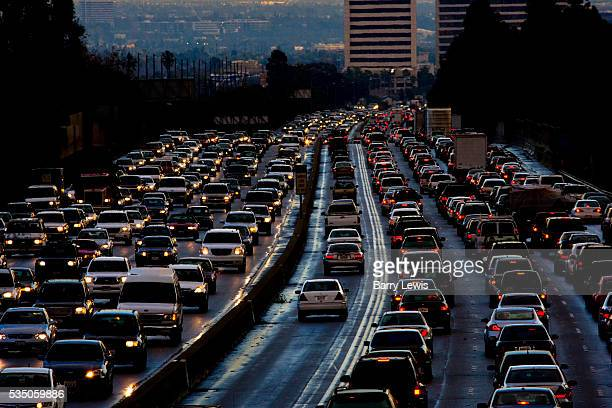 Evening traffic leaving Los Angeles on 405 freeway North at 5pm