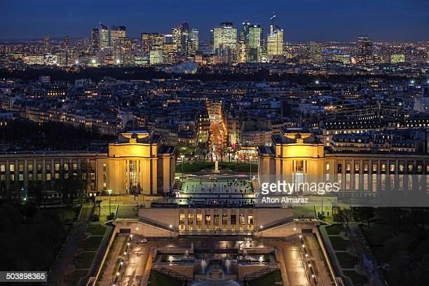 evening view of paris - シャイヨー宮 ストックフォトと画像