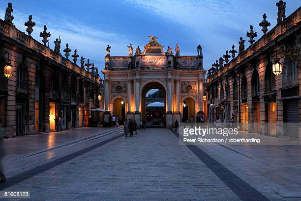 evening view of the arc de triomphe, place stanislas, unesco world heritage site, nancy, lorraine, france, europe - nancy stock pictures, royalty-free photos & images