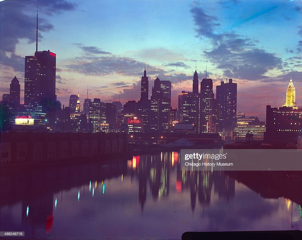 Evening View Of Chicago Skyline : News Photo