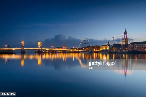 """ver noche en el horizonte de kampen en overijssel, países bajos - """"sjoerd van der wal"""" or """"sjo"""" fotografías e imágenes de stock"""