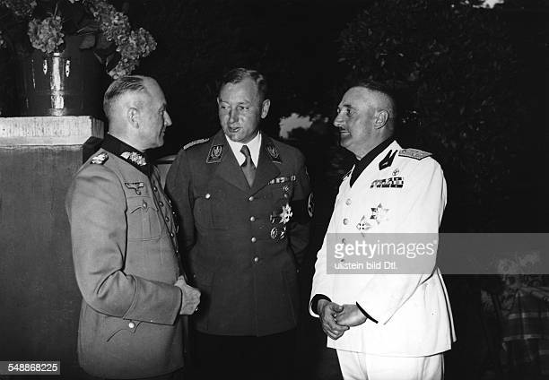 Evening with the SAStandarte ' Feldherrnhalle ' in Guetersfelde Generaloberst Walther von Brauchitsch SAStabschef Viktor Lutze and Italian fascist...