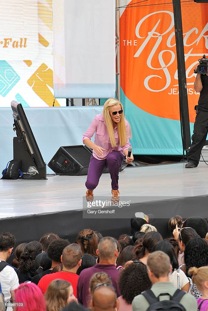 Event Host Jenny Mccarthy Speaks On Stage At The Old Navy Rockstar