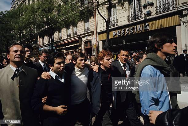 Demonstrations Les évènements de mai 68 à Paris en extérieur dans un cortège de manifestants Daniel COHNBENDIT alias 'Dany le rouge' 23 ans étudiant...