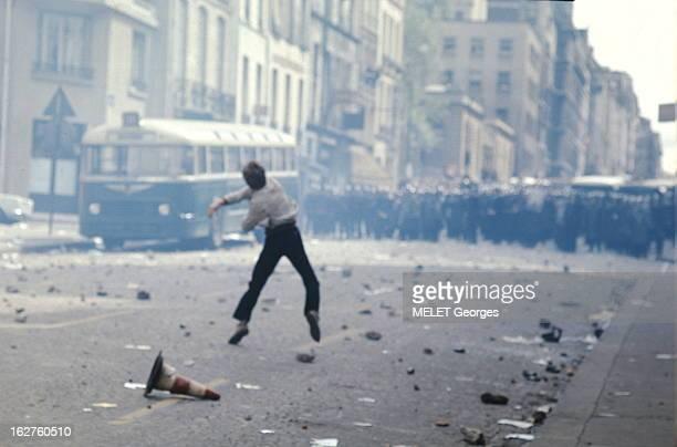 Events Of May 1968 In Paris: May 6Th. 6 mai 1968. Affrontements entre forces de l'ordre et étudiants dans les rues de PARIS : attitude d'un étudiant...