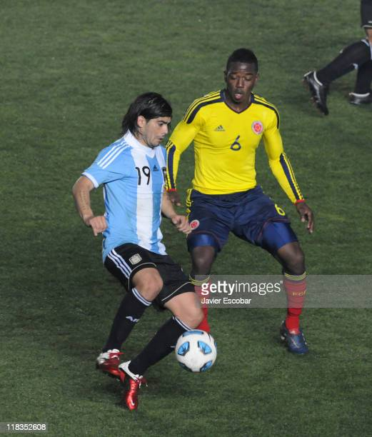 Ever Banega from Argentina conducts the ball during a match between Argentina and Colombia as part of the group A of the Copa America 2011 at...