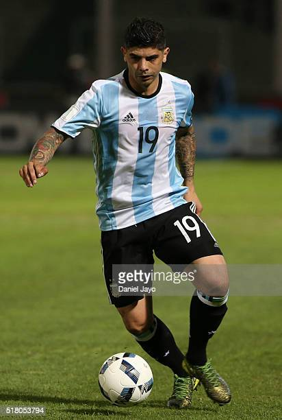 Ever Banega of Argentina controls the ball during a match between Argentina and Bolivia as part of FIFA 2018 World Cup Qualifiers at Mario Alberto...