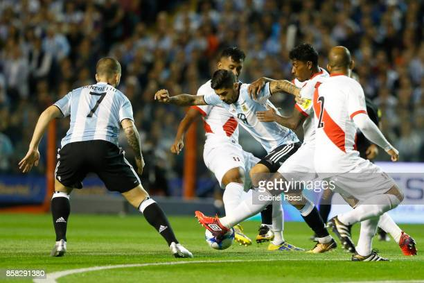 Ever Banega of Argentina fights for the ball Wilder Cartagena and Alberto Rodriguez of Peru during a match between Argentina and Peru as part of FIFA...