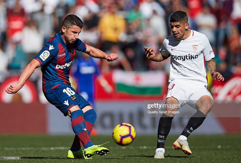 Sevilla FC v Levante UD - La Liga : Fotografía de noticias