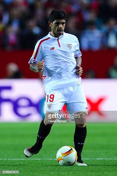Ever Banega of Sevilla FC runs with the ball during the UEFA Europa League Semi Final second leg match between Sevilla and Shakhtar Donetsk at...