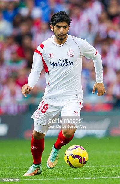 Ever Banega ofÊSevilla FC controls the ball during the La Liga match between Athletic Club and Sevilla FC at San Mames Stadium on November 2 2014 in...