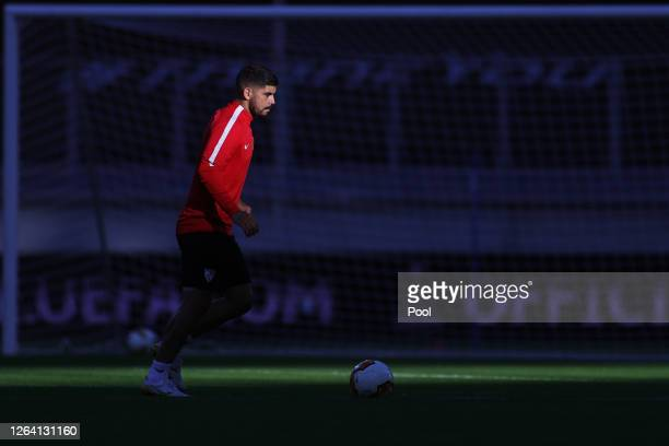 Ever Banega warms up during a Sevilla Training Session And Press Conference at MSV Arena on August 05 2020 in Duisburg Germany
