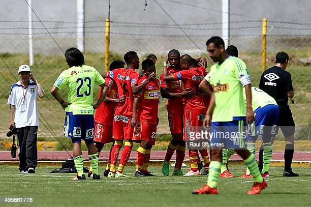 Ever Chavez of Sport Huancayo celebrates with his teammates the third goal of his team against Sporting Cristal during a match between Sport Huancayo...