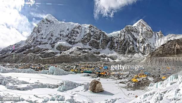 everest base camp - mont everest photos et images de collection