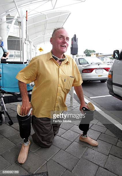Everest conqueror and double amputee Mark Inglis walks on his stumps from his wheelchair to a car after arriving at Auckland airport 25 May 2006 DMP...