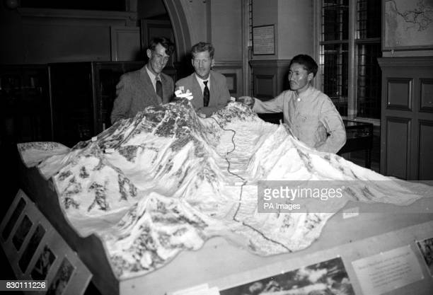 Everest conquerors Edmund Hillary from New Zealand with the Sherpa Tensing Norgay and Colonel John Hunt the expedition leader with a model of the...