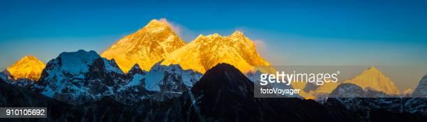 ヒマラヤ ネパール エベレスト ローツェ、マカルー黄金の夕日サミットのパノラマ