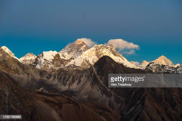 everest, nuptse and lhotse at twilight seen from the top of gokyo ri in everest region of nepal - khumbu stock pictures, royalty-free photos & images