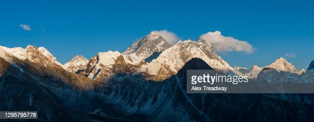 everest, nuptse and lhotse seen from the top of gokyo ri in everest region of nepal - khumbu stock pictures, royalty-free photos & images