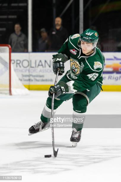 Everett Silvertips captain Connor Dewar makes a pass in the second period during a game between the Seattle Thunderbirds and the Everett Silvertips...