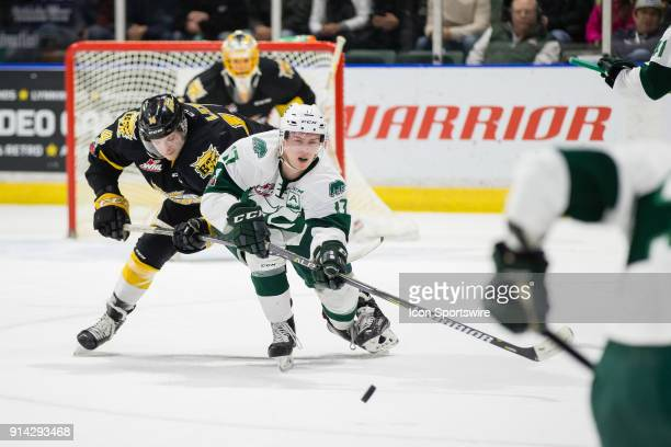 Everett Silvertips forward Matt Fonteyne makes a pass under pressure from Brandon Wheat Kings forward Ty Lewis in the first period in a game between...