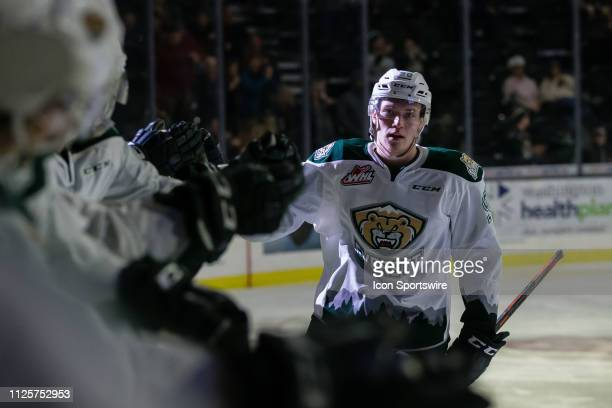 Everett Silvertips forward Robbie Holmes celebrates his second period goal with the bench during a game between the Everett Silvertips and the Red...