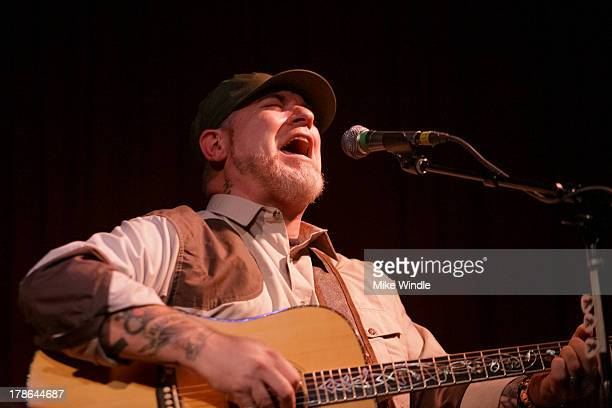 Everlast performs onstage at Hotel Cafe on August 29 2013 in Los Angeles California