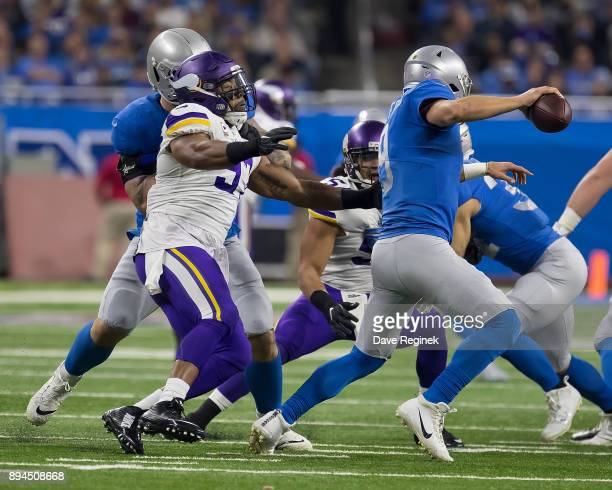 Everson Griffen of the Minnesota Vikings pressures Matthew Stafford of the Detroit Lions during an NFL game at Ford Field on November 23 2016 in...