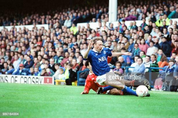 Everton 0-2 Manchester United, league match at Goodison Park, Saturday 12th September 1992. Alan Harper.