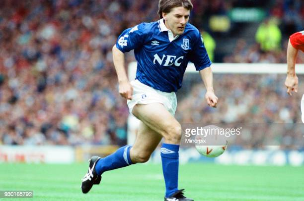 Everton 0-2 Manchester United, league match at Goodison Park, Saturday 12th September 1992. Peter Beardsley.