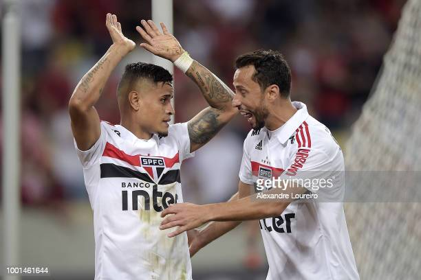 Everton and Nene of Sao Paulo celebrates a scored goal by Everton during the match between Flamengo and Sao Paulo as part of Brasileirao Series A...
