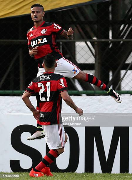 Everton and Para of Flamengo celebrate a scored goal against Botafogo during a match between Flamengo and Botafogo as part of Brasileirao Series A...