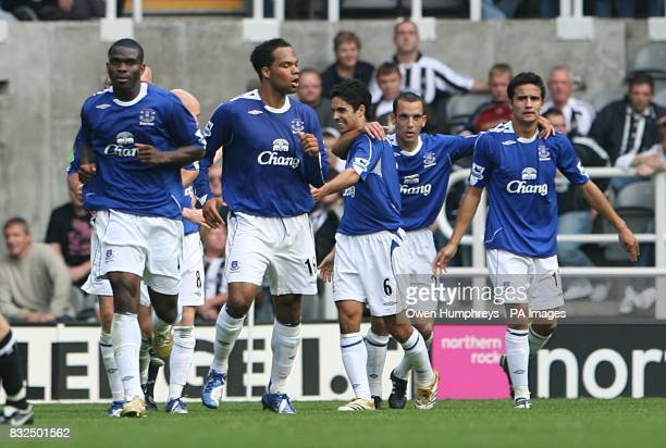 Everton celebrates Tim Cahill's goal's