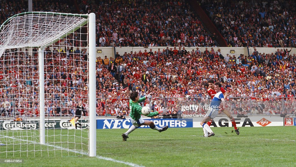 1986 FA Cup Final Liverpool 3-1 Everton : News Photo