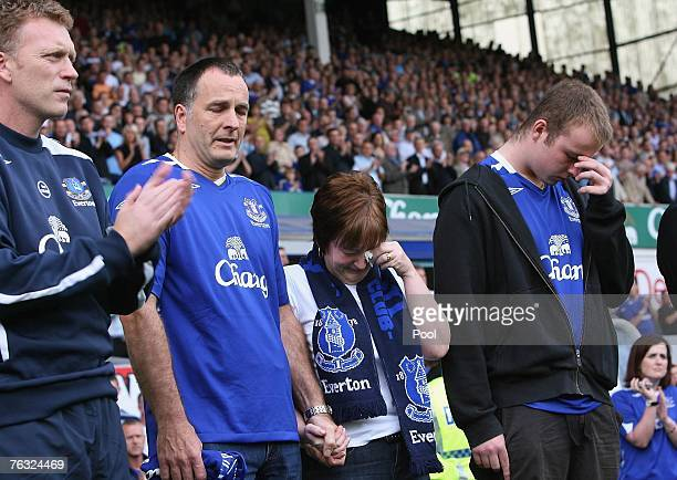 Everton Manager David Moyes leads a minute's applause for murdered 11yearold Everton fan Rhys Jones as his parents Stephen and Melanie and son Owen...