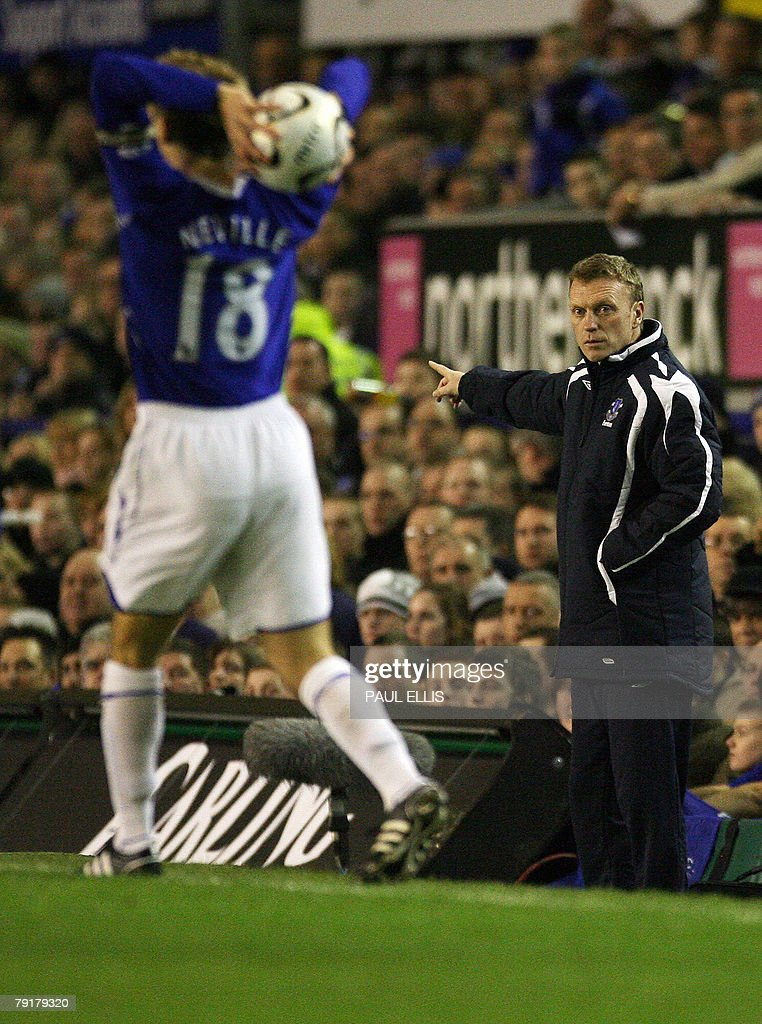 Everton manager David Moyes (R) watches as Everton's English midfielder Phil Neville takes a throw in against Chelsea during their English League Cup football match at Goodison Park, Liverpool, north-west England, 23 January 2008. AFP PHOTO/PAUL ELLIS - Mobile and website use of domestic English football pictures are subject to obtaining a Photographic End User Licence from Football DataCo Ltd Tel : +44 (0) 207 864 9121 or e-mail accreditations@football-dataco.com - applies to Premier and Football League matches.