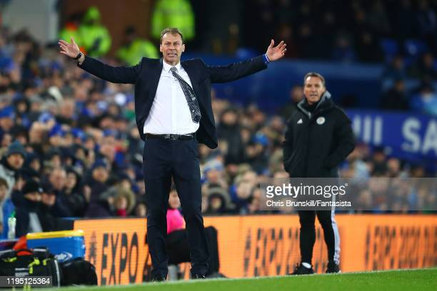 Everton manager Duncan Ferguson gestures from the touchline during the Carabao Cup Quarter Final match between Everton FC and Leicester FC at...