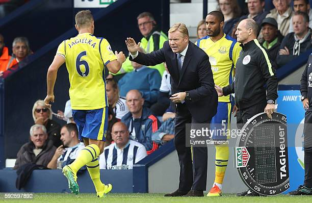 Everton manager Ronald Koeman gives instructions to Phil Jagielka as 4th Official Scott Duncan uses the Tag Heuer Board during the Premier League...