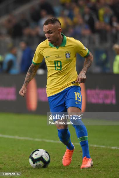Everton of Brasil dribbles the ball during the Copa America Brazil 2019 quarterfinal match between Brazil and Paraguay at Arena do Gremio on June 27,...